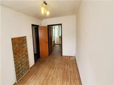Apartament 4 camere nemobilat titan cu centrala proprie si parcare