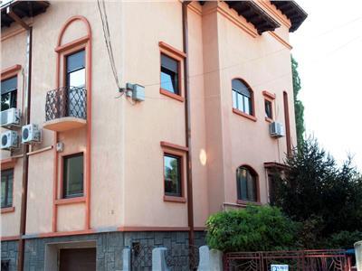 Apartament 4 camere pentru birou in vila Parcul Tineretului, Sincai.