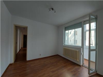 Apartament 4 camere, piata mica!