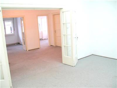 Apartament 4 camere potrivit pentru birouri sau o firma, Universitate