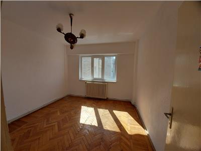 Apartament 4 camere, romarta-ultracentral !