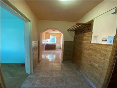 Apartament cu 2 camere de vanzare, la etajul 1 din 4, zona Semicentral
