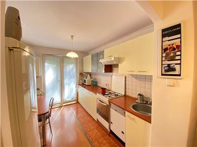 Apartament cu 2 camere, decomandat, la etajul 1 din 4, in 7 Noiembrie