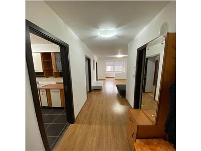 Apartament cu 3 camere de inchiriat, la etajul 5 din 7, zona Poli 2
