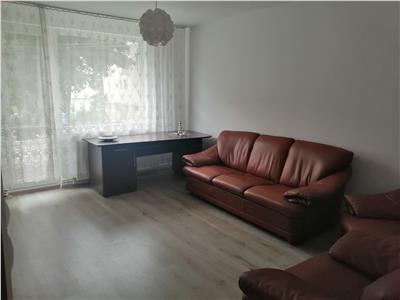 Apartament cu 3 camere de inchiriat, zona 7 Noiembrie (10 min de UMF)