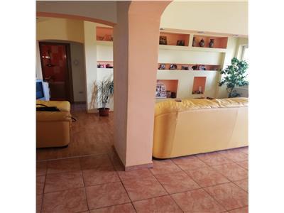 Apartament cu 3 camere de vanzare in zona Morarilor