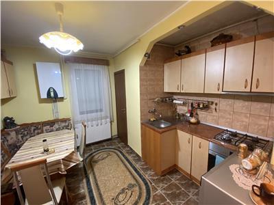 Apartament cu 3 camere de vanzare, etaj 1 din 4 cu copertina, in tudor