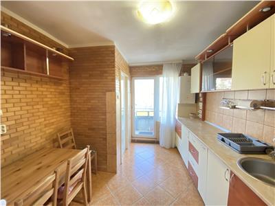 Apartament cu 3 camere de vanzare, la etajul 1, zona Cornisa