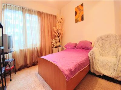 Apartament cu 3 camere la etajul 1 in zona Corina
