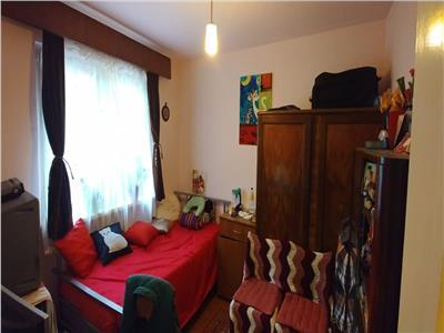 Apartament cu 3 camere in zona dambu