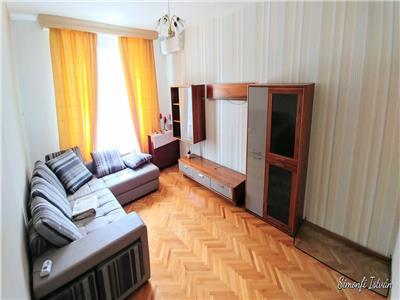 Apartament cu 3 camere in zona Pandurilor