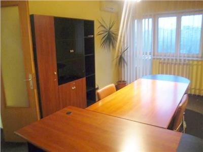 Apartament cu 3 camere, vedere B-dul Unirii,Tribunalul Bucuresti.