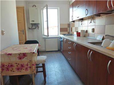Apartament cu 4 camere de vanzare, in zona 7 Noiembrie