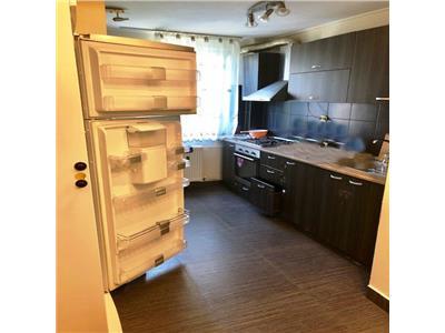 Apartament  cu 4 camere, decomandat, 5 min metrou 1 dec 1918.parcare.