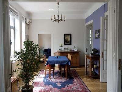 Apartament cu 4 camere superb renovat in zona armeneasca, in vila.