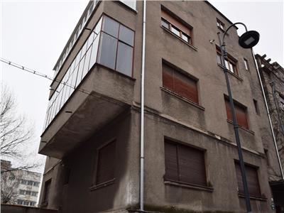 Apartament cu trei camere si garaj in vila zona Dorobanti.