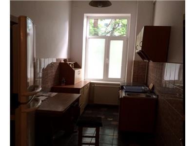 Apartament de 3 camere de vanzare in vila in zona cismigiu