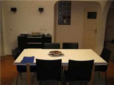 Apartament de 4 camere de vanzare in zona Universitate