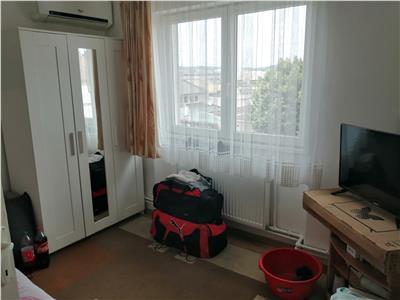 Apartament de vanzare cu 2 camere, decomandat, zona 7 noiembrie