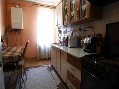 Apartament de vanzare, cu 3 camere, mobilat, zona Corina (Tudor)