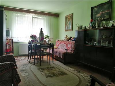 Apartament de vanzare cu 3 camere, zona Pandurilor
