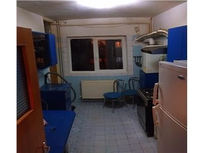Apartament decomandat 3 camere - str. Almasu Mic