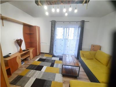 Apartament impecabil, 2 camere cu balcon inchis si loc de parcare