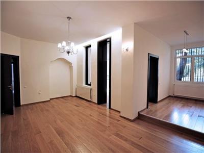 Apartament in vila cu 6 camere, Zona Dorobanti, Curte, 2 garaje