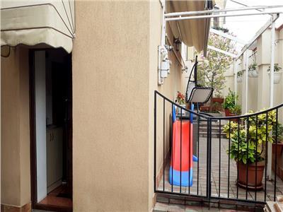 Apartament in vila / resedinta impecabila /curte proprie Parcul Carol