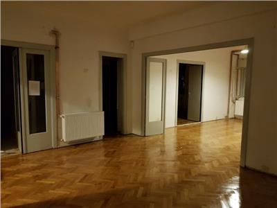 Apartament -n bloc, etajul 1 din 5, 160m2 utili, 5 camere
