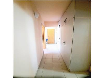 Apartament spatios 4 camere cu garaj Valea Ialomitei, la metrou