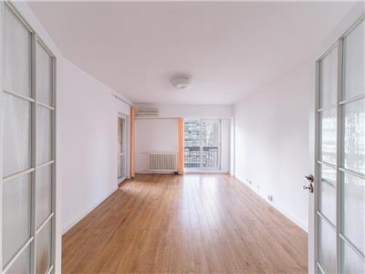 Apartamnet 4 camere piata victoriei pretabil office sau rezidenta