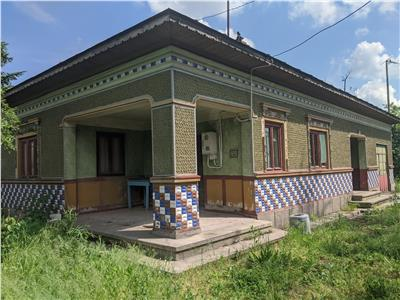 Calugareni,sat Uzunu,casa caramida 4camere,teren 5000 mp