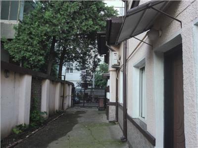 Casa 3 cam de inchiriat Titan zona Bd Basarabia-Pta Muncii
