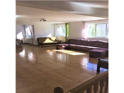 Casa 6 camere singur in curte de inchiriat in zona Titan