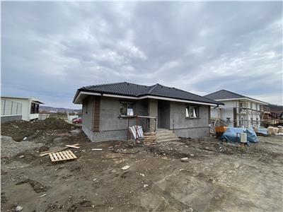 Casa cu 4 camere de vanzare, pe 1 nivel in tudor