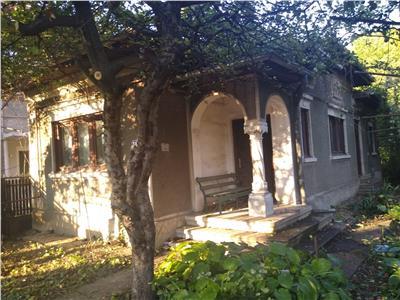 Casa si teren  de vanzare in targoviste