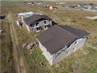 Case de tip duplex Izvor 4 km de Brasov