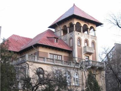 Cismigiu,vila neoromaneasca suprafata construita 3000 mp,teren 1760