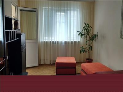 de inchiriat apartament cu 3 camere cf 1 dec Craiovei etaj2