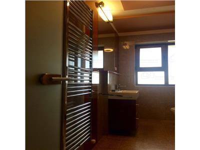 De vanzare apartament cu 3 camere central lux,etaj intermed