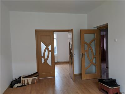 Eroii revolutiei,apartament in vila 2 camere si curte 147 mp