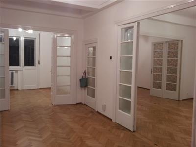 Apartament 5 camere Universitate 5 minute pretabil birouri sau locuit