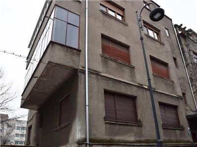 2 x apartamente cu 3 camere, 2 x garaje, curte si mansarda. dorobanti.