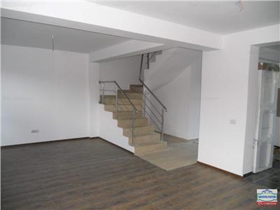 Apartament cu 3 camere, curte, duplex, comision 0, metrou!