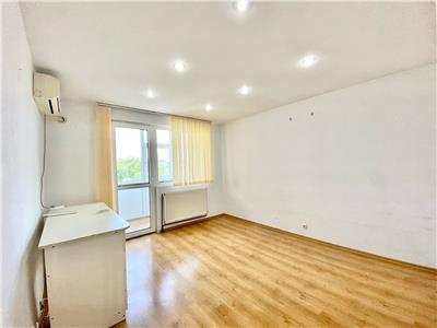 Apartament 2 camere decomandat centrala termica zona Vest Ploiesti