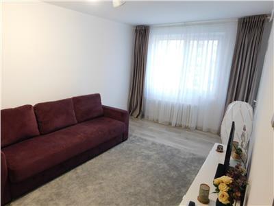Apartament 2 camere decomandat bloc 1983 - Basarabia - Titan