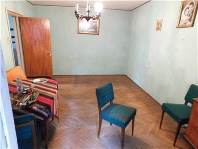Apartament 3 camere decomandat etaj 3/4 - Piata Minis - Titan