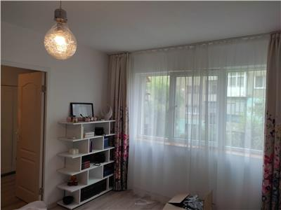 Vanzare apartament 3 camere ,etaj 1,confort 2,micro 11