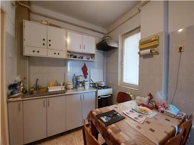 Apartament 3 camere,etaj 2, zona primaverii!